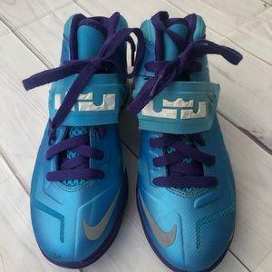 Lebron Soldier Vivid blue Sneakers